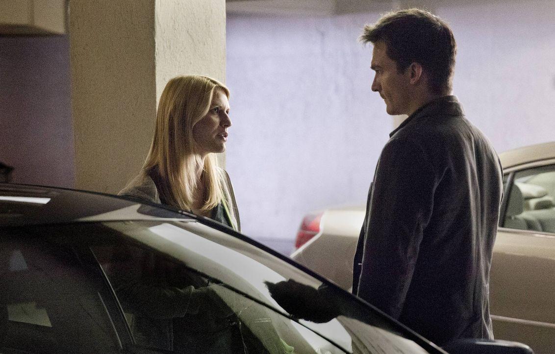 Während Dana weiter mit Leo auf der Flucht ist, muss Peter (Rupert Friend, r.) eine Auge auf Carrie (Claire Danes, l.) werfen, damit sie ihre Missio... - Bildquelle: 2013 Twentieth Century Fox Film Corporation. All rights reserved.