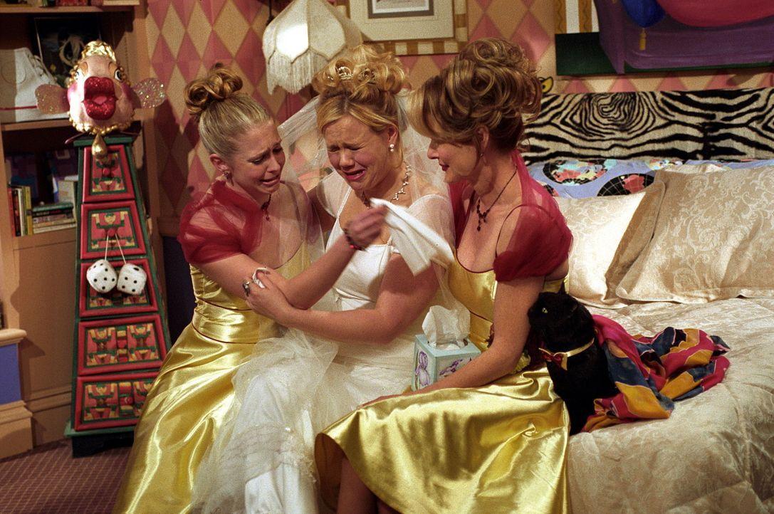 Sabrina (Melissa Joan Hart, l.) und Zelda (Beth Broderick, r.) glauben nicht, dass Will Hildas (Caroline Rhea, M.) große Liebe ist und lassen nicht... - Bildquelle: Paramount Pictures