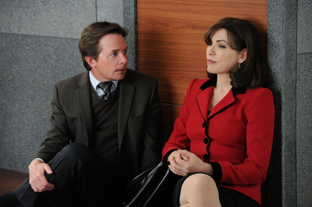 Wieder einmal muss sich Alicia (Julianna Margulies, r.) mit ihrem Erzfeind Louis Canning (Michael J. Fox, l.) herumärgern ... - Bildquelle: 2011 CBS Broadcasting Inc. All Rights Reserved.