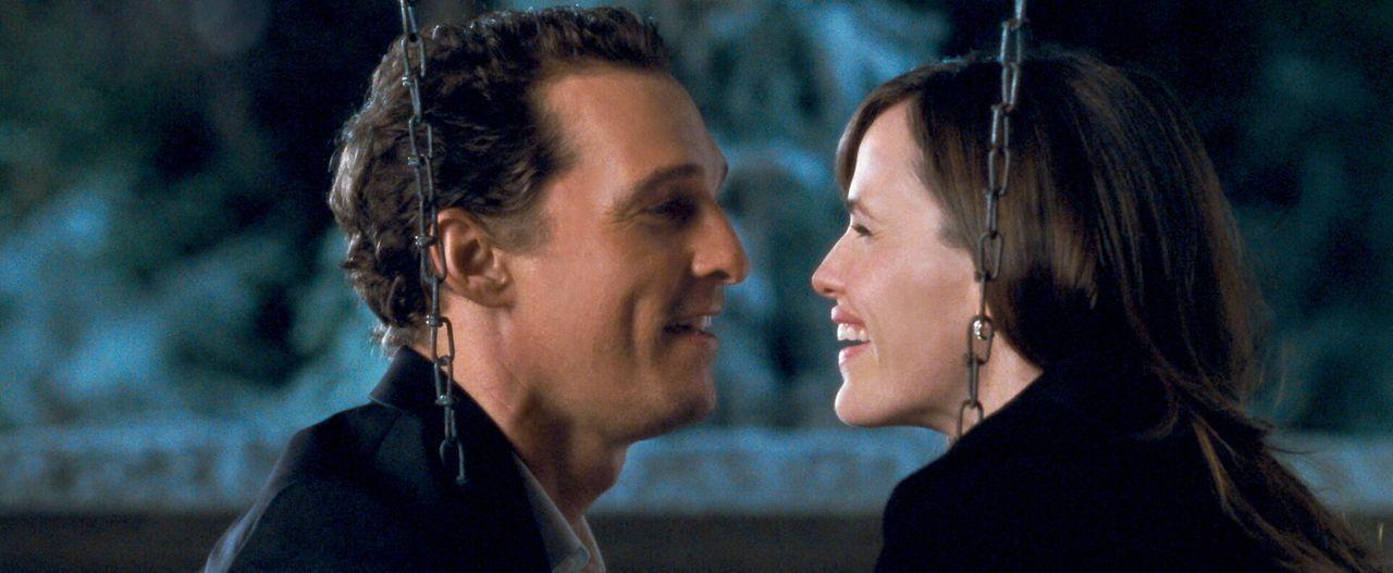 Werden die Begegnungen mit den Geistern der Vergangenheit, der Gegenwart und der Zukunft Connor (Matthew McConaughey, l.) zur Vernunft bringen, dami... - Bildquelle: 2008   Warner Brothers