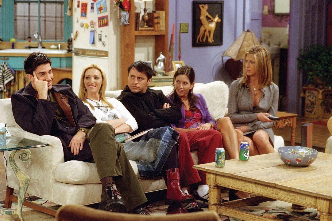 Ross (David Schwimmer, l.) kann sich freuen: Dank einer Videoaufzeichnung kann er beweisen, dass Rachel (Jennifer Aniston, r.) ihn verführt hat. - Bildquelle: TM+  WARNER BROS.
