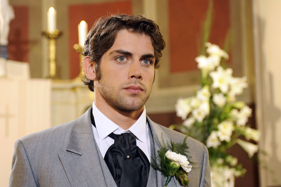 Zum Entsetzen der Gäste sagt Jonas (Roy Peter Link) die Hochzeit ab. - Bildquelle: Oliver Ziebe Sat.1