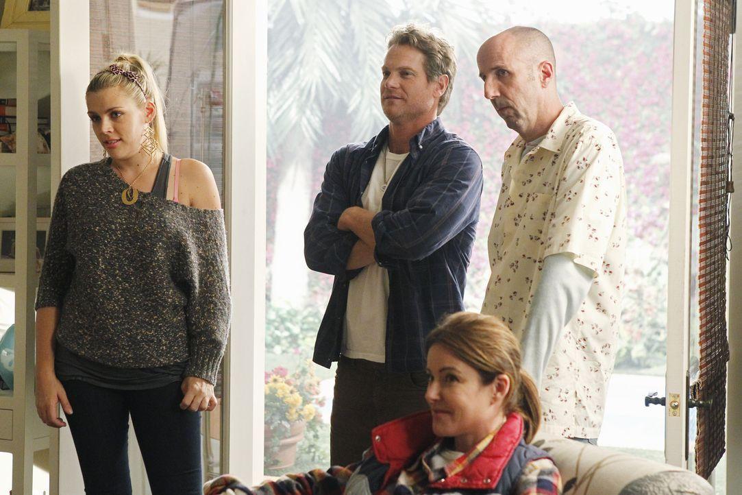 Sind von Jules' neuem Spiel nicht gerade begeistert: (v.l.n.r.) Laurie (Busy Philipps), Bobby (Brian Van Holt), Ellie (Christa Miller) und Tom (Robe... - Bildquelle: 2010 ABC INC.