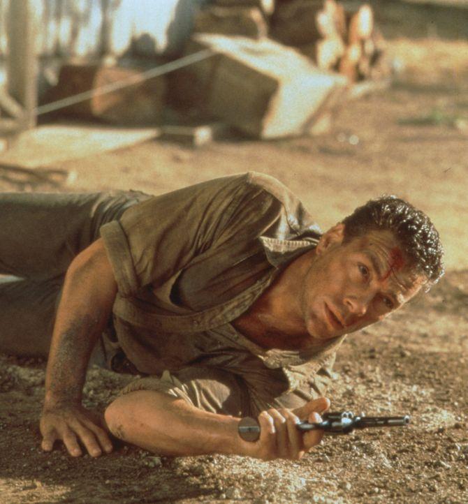 Im Kampf gegen die skrupellosen Immobilienhaie muss Sam Gillen (Jean-Claude van Damme) alle Register ziehen ... - Bildquelle: Columbia Pictures Corporation