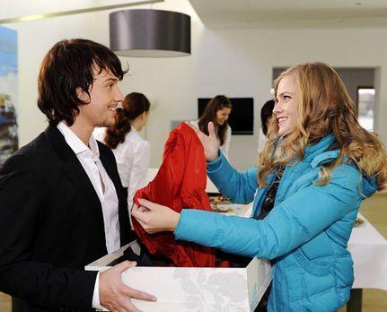Hand aufs Herz - Ben überrascht Caro mit einem außerordentlichen Geschenk. -...