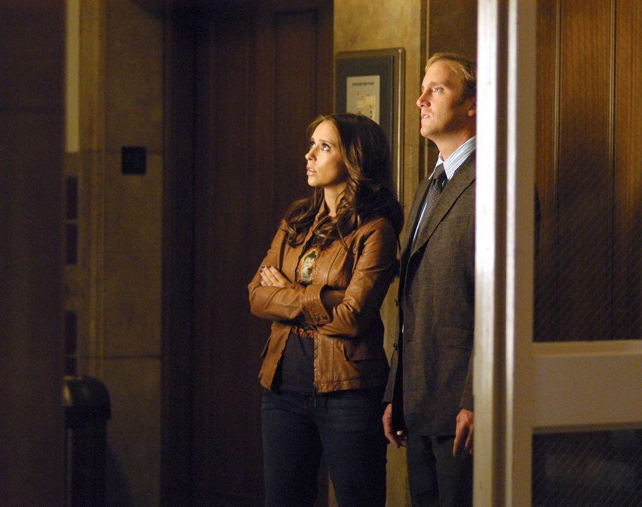 """Auf den Spuren von """"Bloody Mary"""": Melinda (Jennifer Love Hewitt, l.) und Professor Rick Payne (Jay Mohr, r.) - Bildquelle: ABC Studios"""
