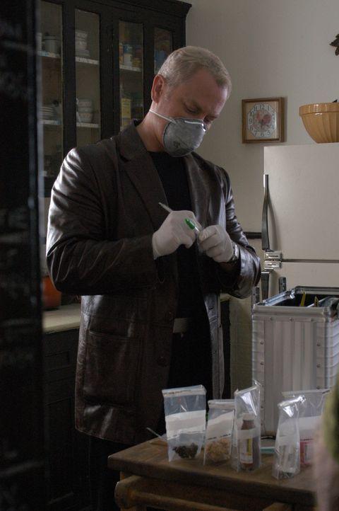 Um einen neuen medizinischen Fall zu lösen, muss Connor (Neal McDonough) einige Tests durchführen .. - Bildquelle: CBS Television