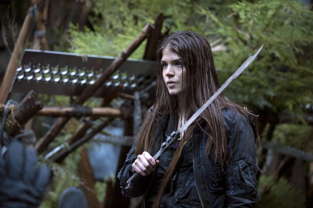Wird Octavia (Marie Avgeropoulos) bei dem erbitterten Kampf ihr Leben lassen? - Bildquelle: Warner Brothers
