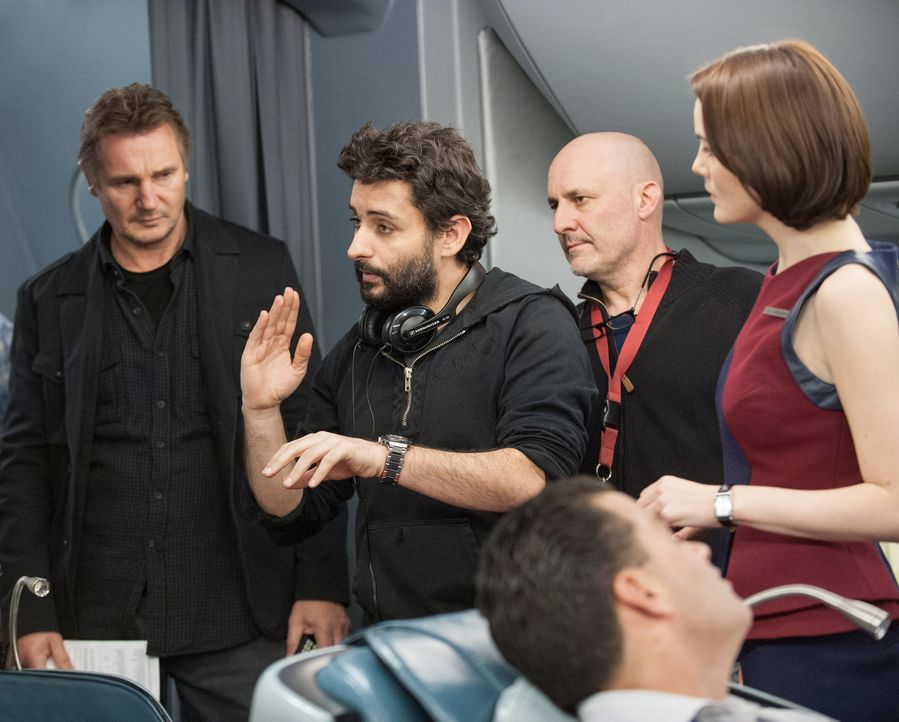 Regisseur Jaume Collet-Serra (2.v.l.) mit Liam Neeson (l.) und Michelle Dockery (r.) - Bildquelle: Myles Aronowitz 2014 TF1 FILMS PRODUCTION S.A.S STUDIOCANAL S.A. ALL RIGHTS RESERVED.