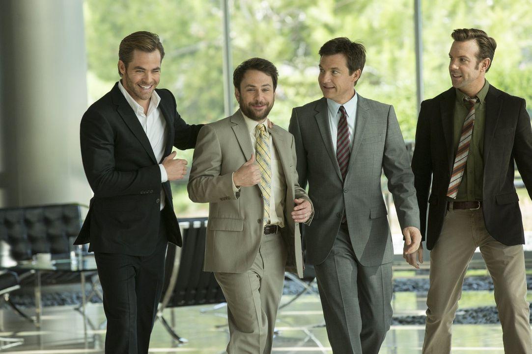 Als die Neu-Unternehmer (v.l.n.r.) Dale (Charlie Day), Nick (Jason Bateman) und Kurt (Jason Sudeikis) über den Tisch gezogen und in die Pleite getri... - Bildquelle: 2014   Warner Bros.