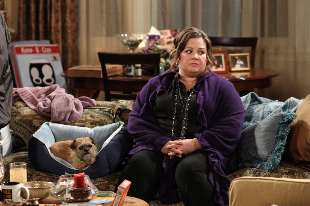 Mike lädt Molly (Melissa McCarthy) zu sich nach Hause ein, damit sie endlich einmal ungestört sind. Carl und Samuel machen Mike Ratschläge, wie e... - Bildquelle: Warner Bros. Television