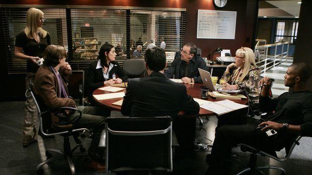 Arbeiten an einem neuen Fall: (v.l.n.r.) JJ (AJ Cook), Reid (Matthew Gray Gub...
