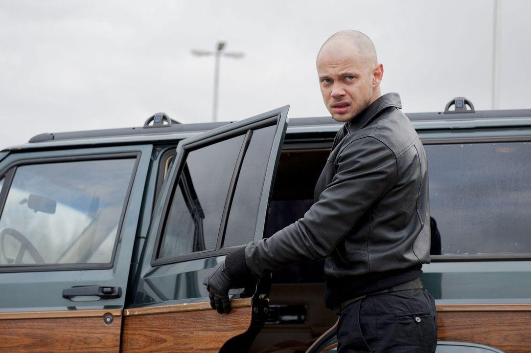 Horst Wollny (Antonio Wannek) will sich an Meisner rächen und entführt deshalb Isa bei einem Banküberfall. Doch Wollny hat nicht mit Mick gerechn... - Bildquelle: Martin Rottenkolber SAT.1
