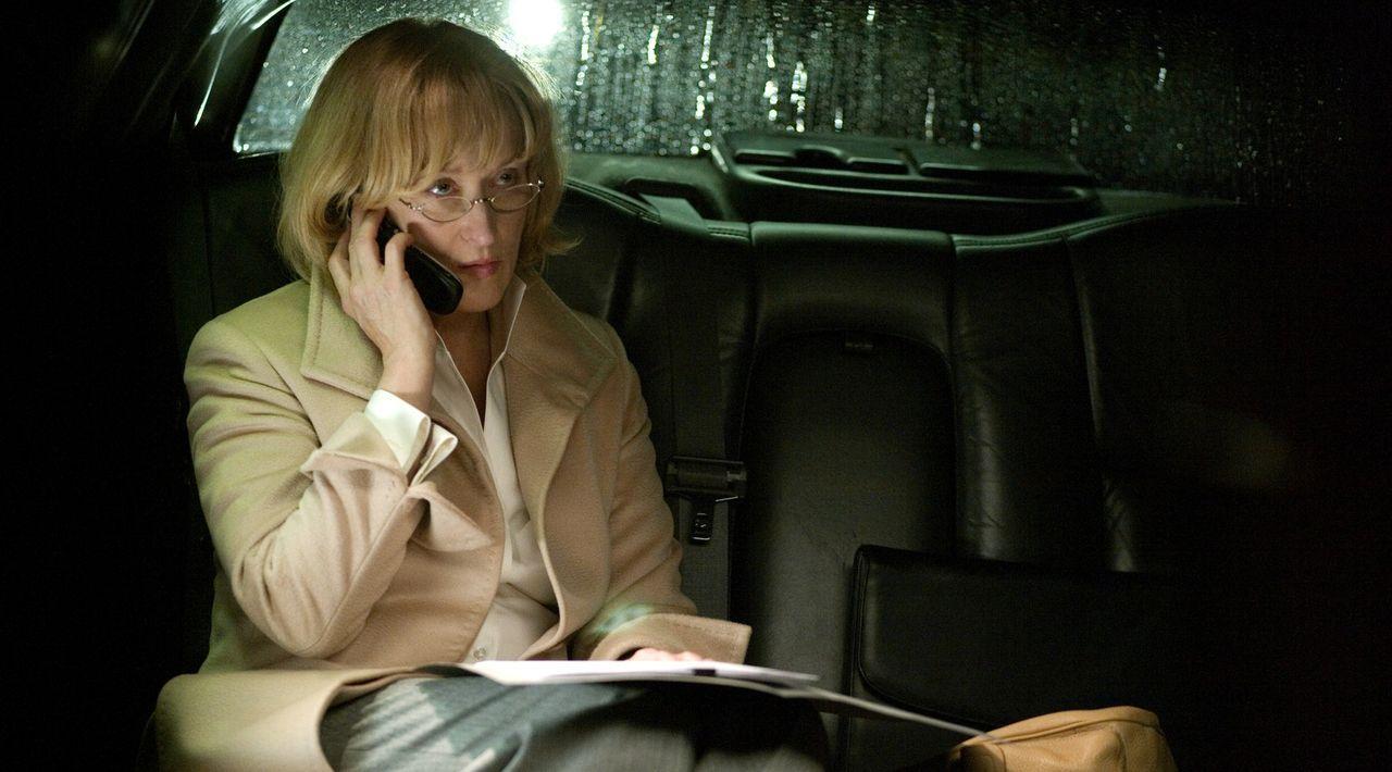 Lässt einen Unschuldigen entführen, weil sie ihn für einen Terroristen hält: Chefin der CIA-Anti-Terror-Einheit Corrine Whitman (Meryl Streep) ... - Bildquelle: Warner Brothers