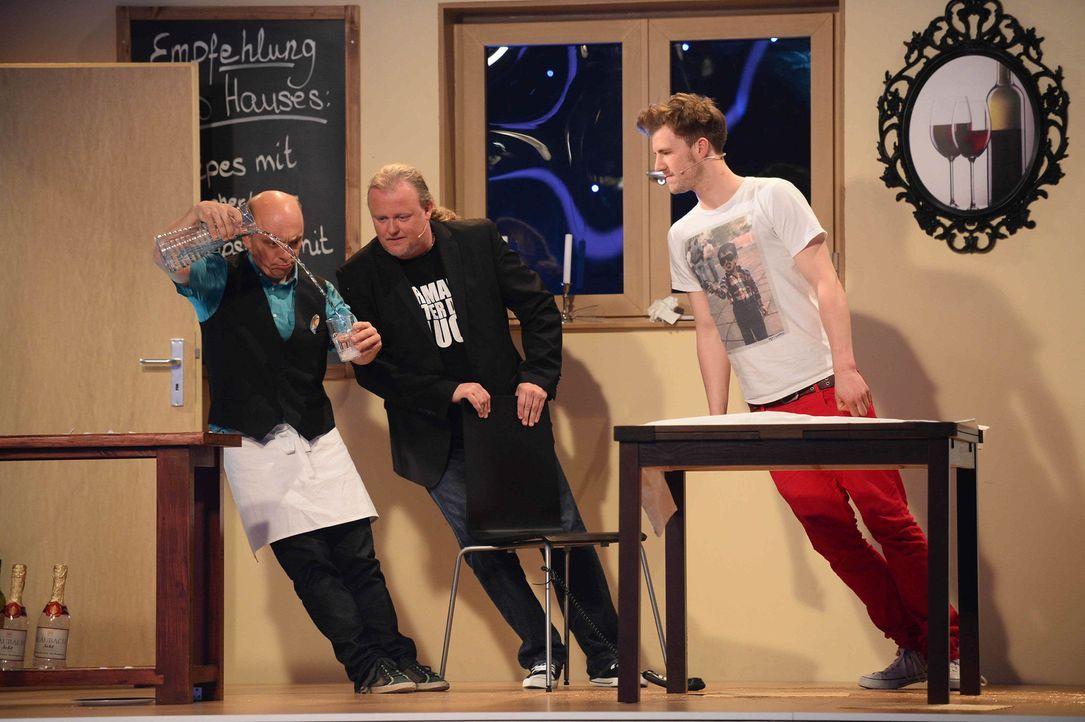 """Bei der """"Rutschpartie"""" müssen Bernhard Hoecker (l.), Markus Krebs (M.) und Luke Mockridge (r.) zeigen, ob sie auch schräg talentiert sind ... - Bildquelle: Willi Weber SAT.1/Willi Weber"""