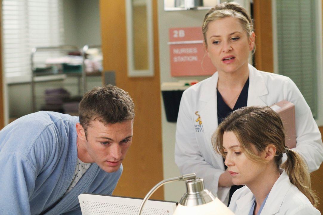Während Meredith (Ellen Pompeo, r.) und Arizona (Jessica Capshaw, M.) sich mit dem Kinderwunsch ihrer Partner beschäftigen müssen, bekommt Alex uner... - Bildquelle: Touchstone Television