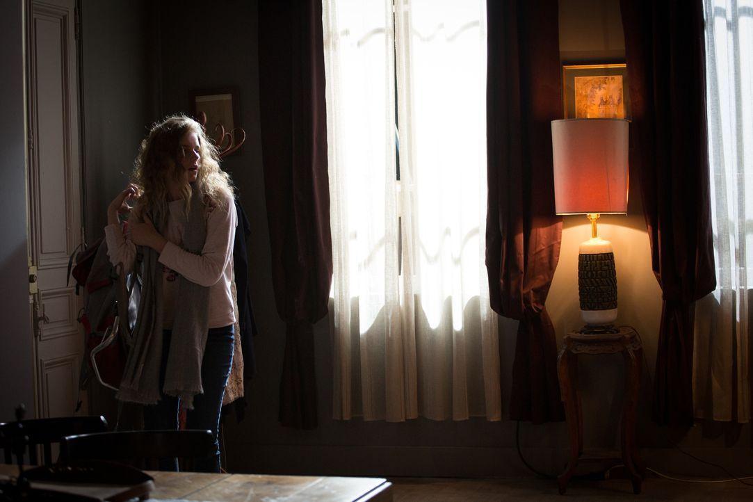 Seit 2014 galt Lea Pleskof (Blandine Bourd) als vermisst, doch als sie Jahre später tot im Haus ihrer Mutter gefunden wird, müssen die Ermittler in... - Bildquelle: Eloïse Legay 2017 BEAUBOURG AUDIOVISUEL