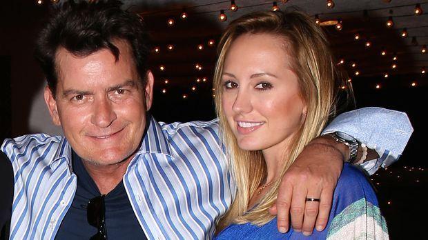 Charlie Sheen Löst Verlobung: Warum Löschte Brett Rossi