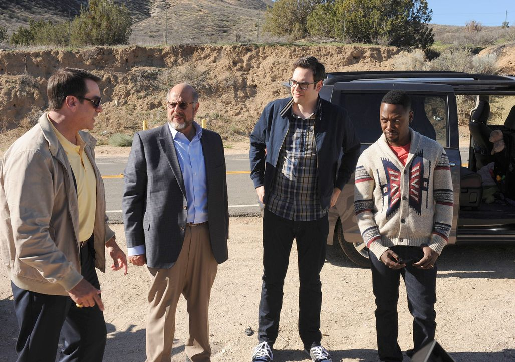 Für Schmidts Junggesellen-Roadtrip lässt Winston (Lamorne Morris, r.) sogar die Feier von Cece sausen. Doch der Trip mit Big Schmidt (Rob Riggle, l.... - Bildquelle: Ray Mickshaw 2016 Fox and its related entities.  All rights reserved.