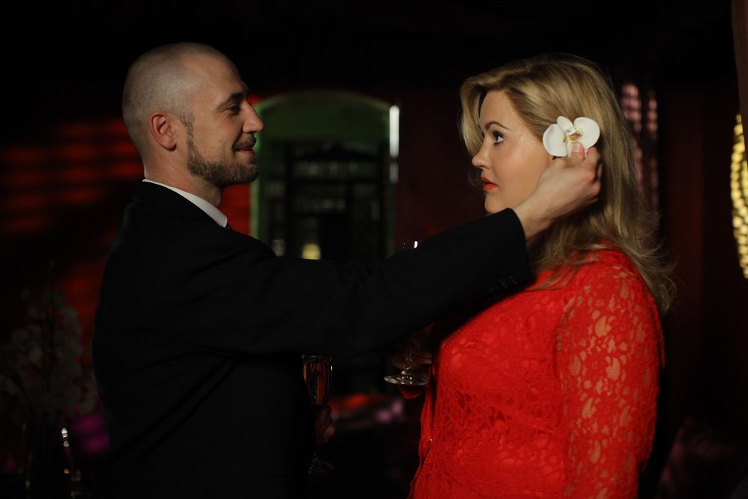 Ein romantisches Date: Oleg (Bürger Lars Dietrich, l.) und Jessica alias Marie (Wolke Hegenbarth, r.) ... - Bildquelle: Petro Domenigg SAT.1