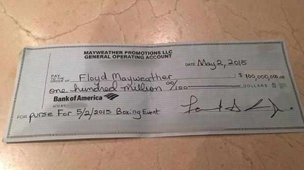 Floyd Mayweather zeigt 100-Millionen-Dollar-Scheck - Bildquelle: instagram.com/floydmayweather