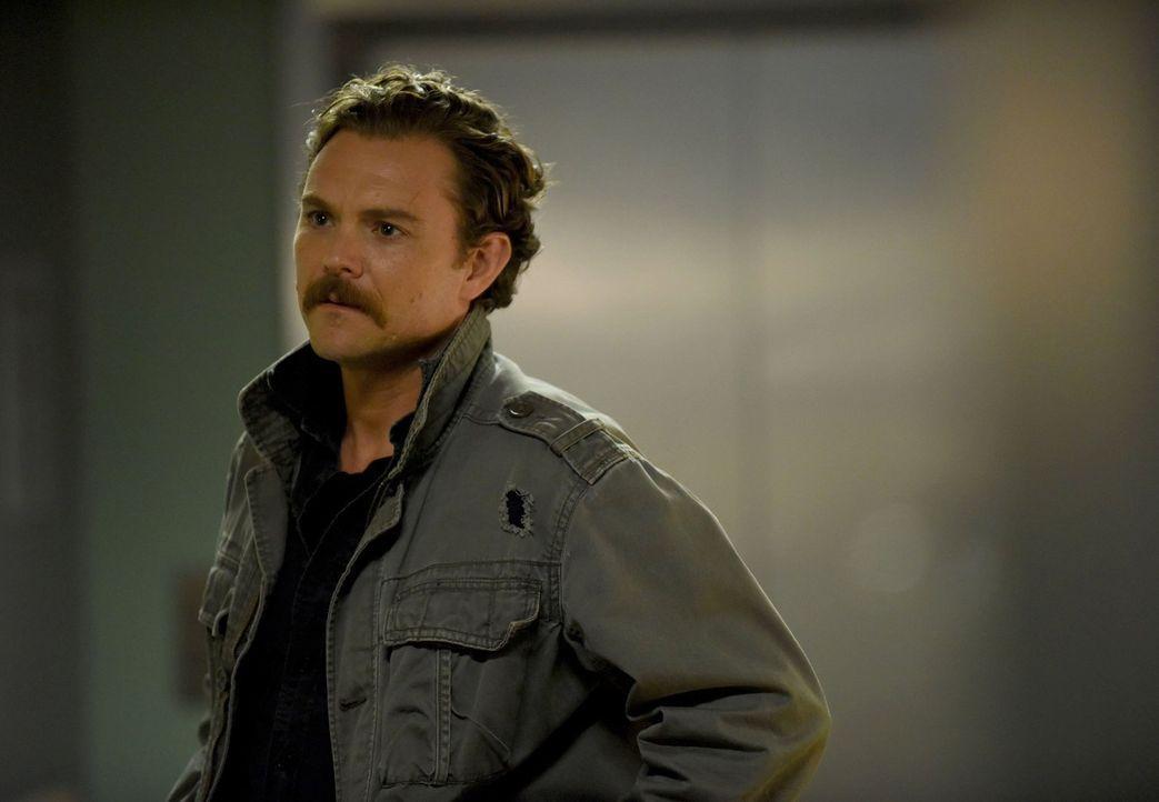 Ein Familienangehöriger scheint bei einer Entführung beteiligt zu sein - ist Riggs (Clayne Crawford) für die Ermittlungen zu befangen? - Bildquelle: Warner Brothers