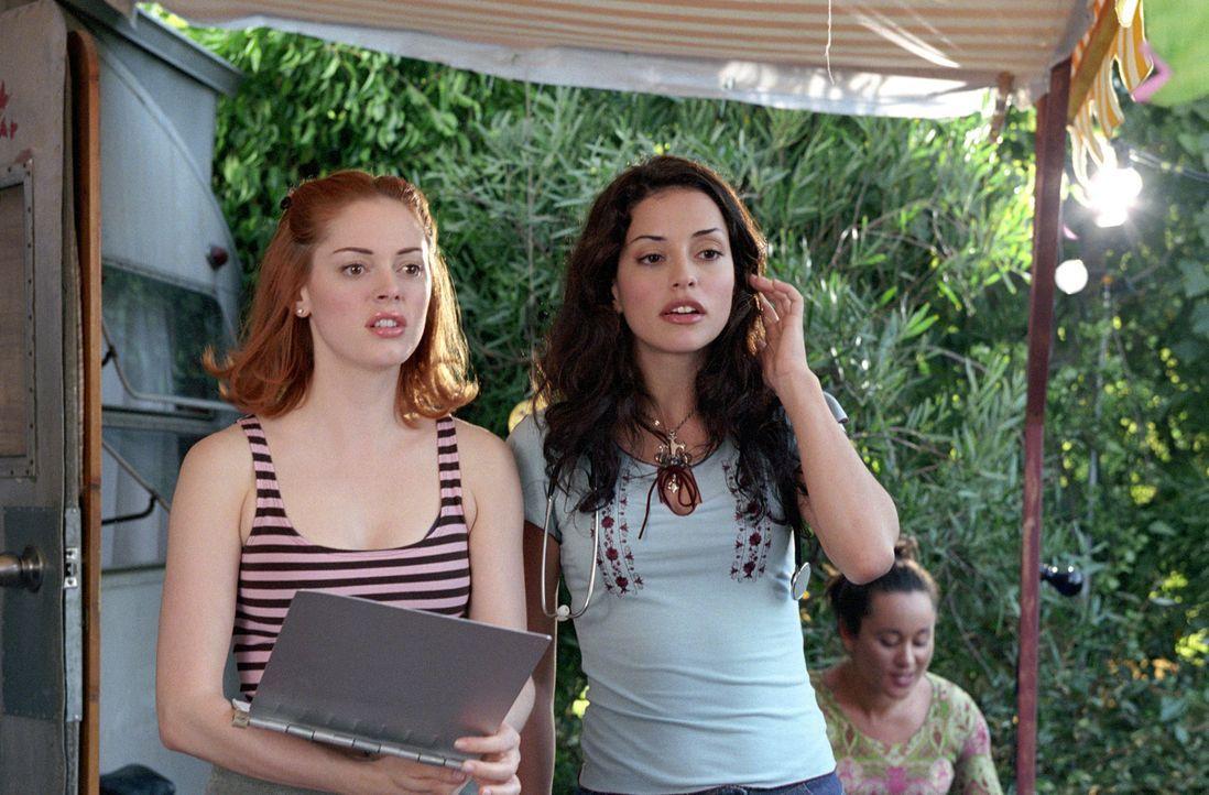 Wird Paige (Rose McGowan, l.) Lydias Nichte Eva (Emmanuelle Vaugier, r.), eine junge Ärztin und ebenfalls eine Shuvani, überzeugen können, Orin zu v... - Bildquelle: Paramount International Television