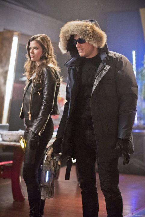 Leonard Snart alias Captain Cold (Wentworth Miller, r.) und seine kleine Schwester Lisa Snart alias Golden Glider (Peyton List, l.) kehren nach Cent... - Bildquelle: Warner Brothers.