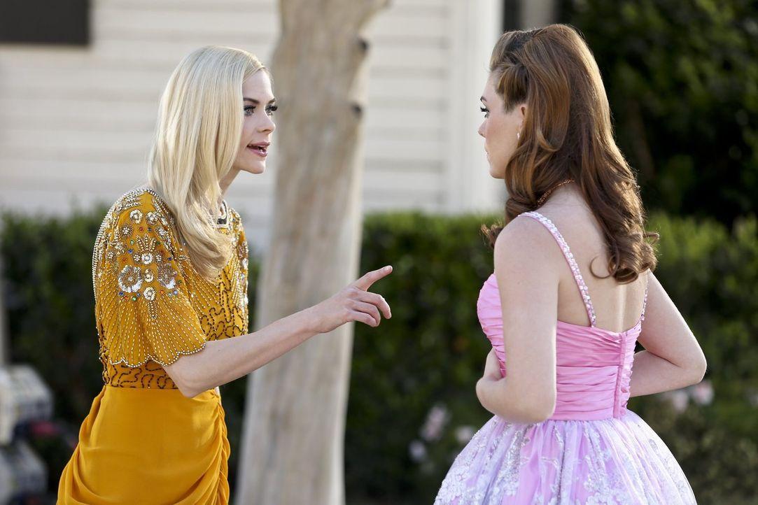 Lemon (Jaime King, l.) duldet keine Zweifel, auch nicht, wenn es um die Zukunft ihrer besten Freundin Annabeth (Kaitlyn Black, r.) geht ... - Bildquelle: Warner Brothers