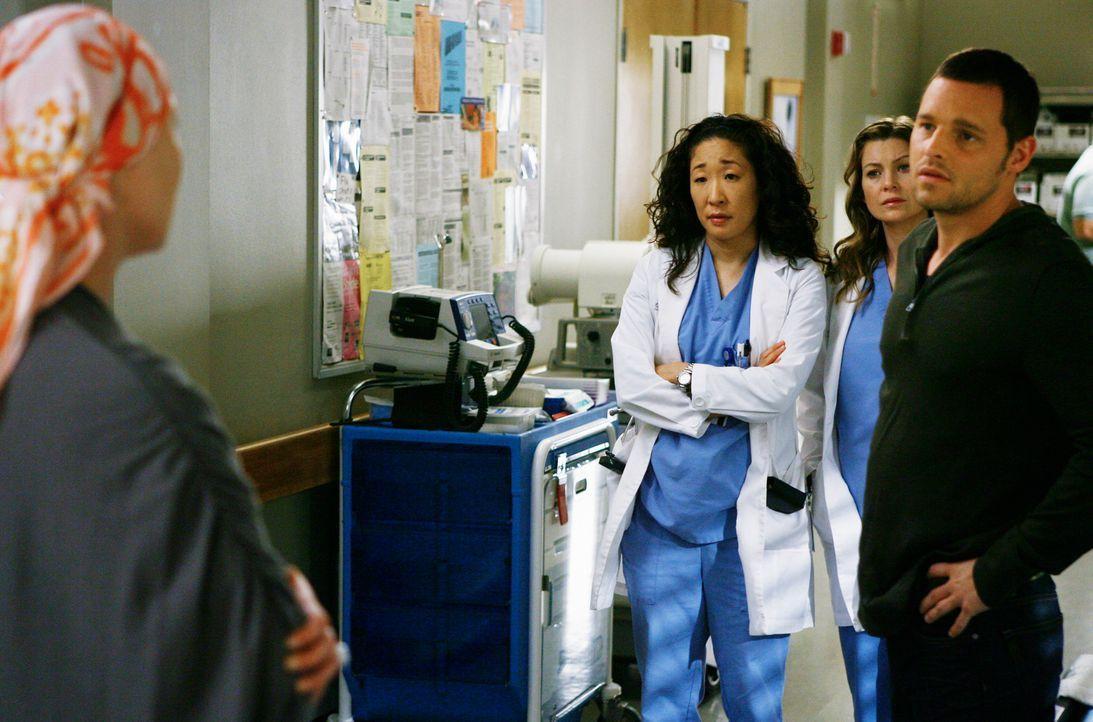 Eine OP könnte Izzie (Katherine Heigl, l.) das Leben retten. Doch wird sie sich dafür entscheiden? Alex (Justin Chambers, r.), Meredith (Ellen Pom... - Bildquelle: Touchstone Television