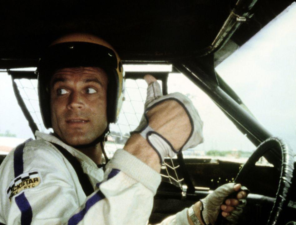 Bereit zum Start: Im Kampf gegen die Mafia muss Johnny (Terence Hill) sich auch als Rennfahrer versuchen ... - Bildquelle: Columbia Pictures