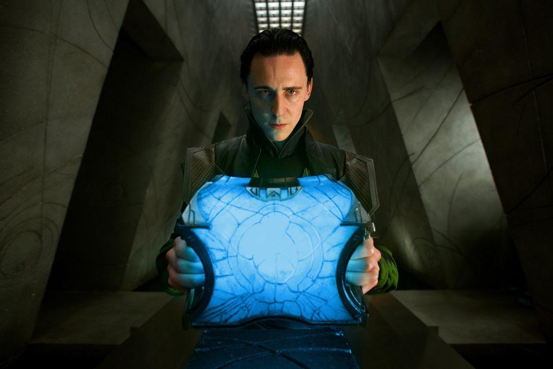 Er ist sich nicht sicher, welche Rolle er im Palast spielt und welche Rolle er in Zukunft spielen soll: Loki (Tom Hiddleston) ... - Bildquelle: 2011 MVLFFLLC. TM &   2011 Marvel. All Rights Reserved.