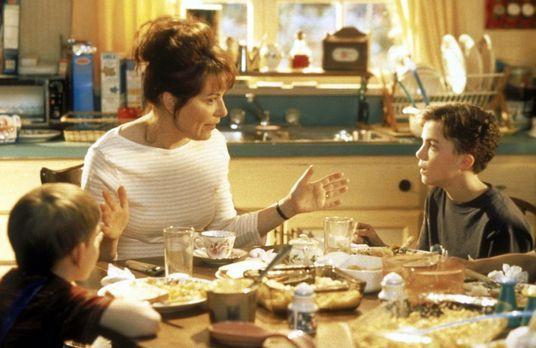 Malcolm mittendrin - Lois (Jane Kaczmarek, M.) versucht Malcolm (Frankie Muni...