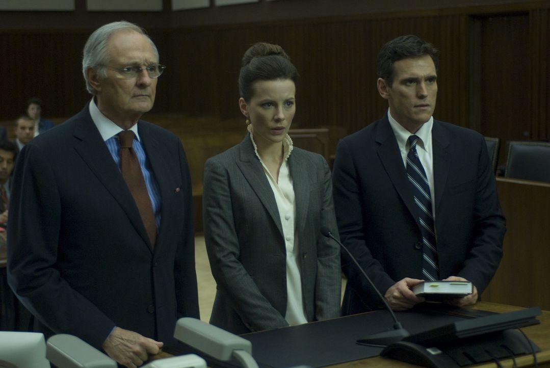Rachel Armstrong (Kate Beckinsale, M.) hat einen riesigen Erfolg gelandet, die Enttarnung der CIA-Agentin Erica Van Doren. Da sie sich jedoch weiger... - Bildquelle: 2008 Nothing but the Truth Productions, LLC.