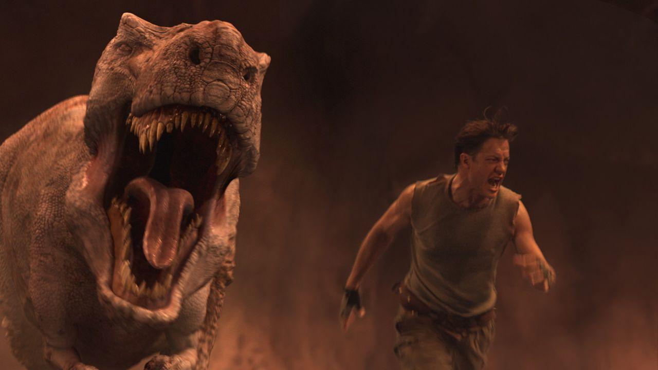 Rennt um sein Leben: Trevor (Brendan Fraser) wird von einem Giganotosaurus gejagt ... - Bildquelle: Warner Bros.