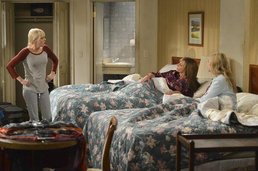 Mom - Nachdem Christy (Anna Faris, l.) drei Monate mit der Miete in Verzug is...
