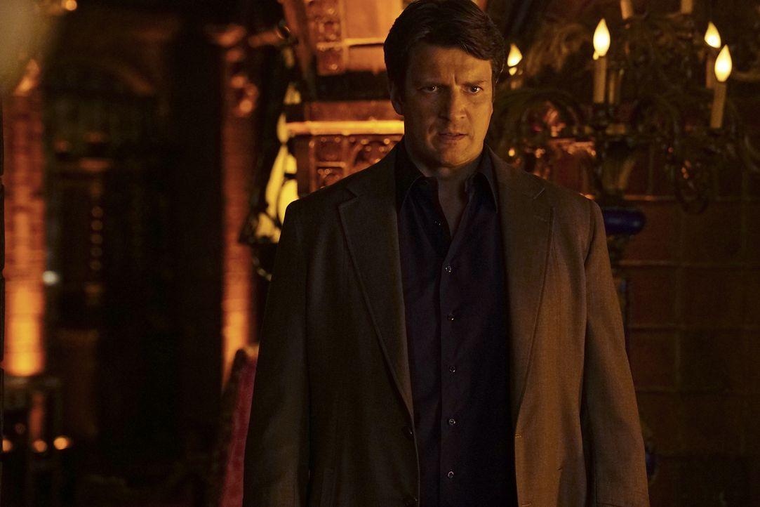 Castle (Nathan Fillion) soll für die Greatest Detective Society den Mord an einem ihrer Mitglieder aufklären. Im Gegenzug möchte er ihr beitreten kö... - Bildquelle: Richard Cartwright 2016 American Broadcasting Companies, Inc. All rights reserved.