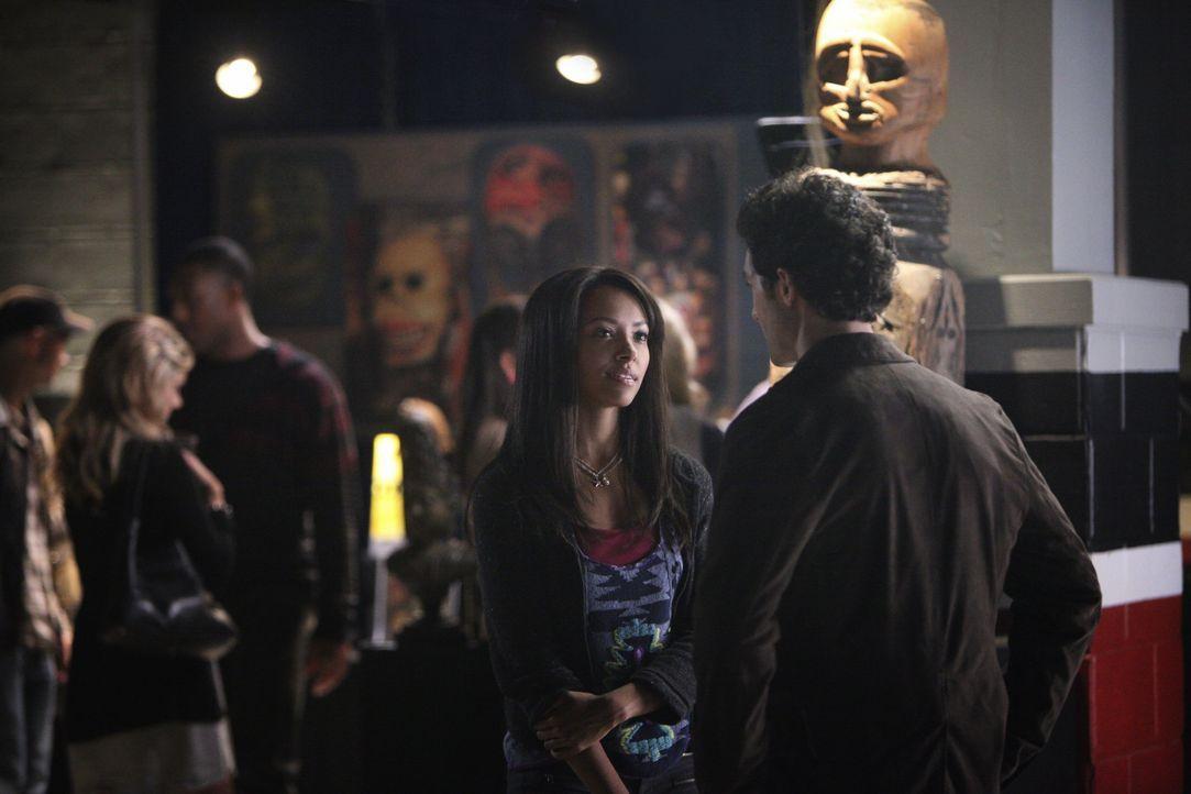 Hexe Bonnie und Professor Shane - Bildquelle: Warner Bros. Entertainment Inc.