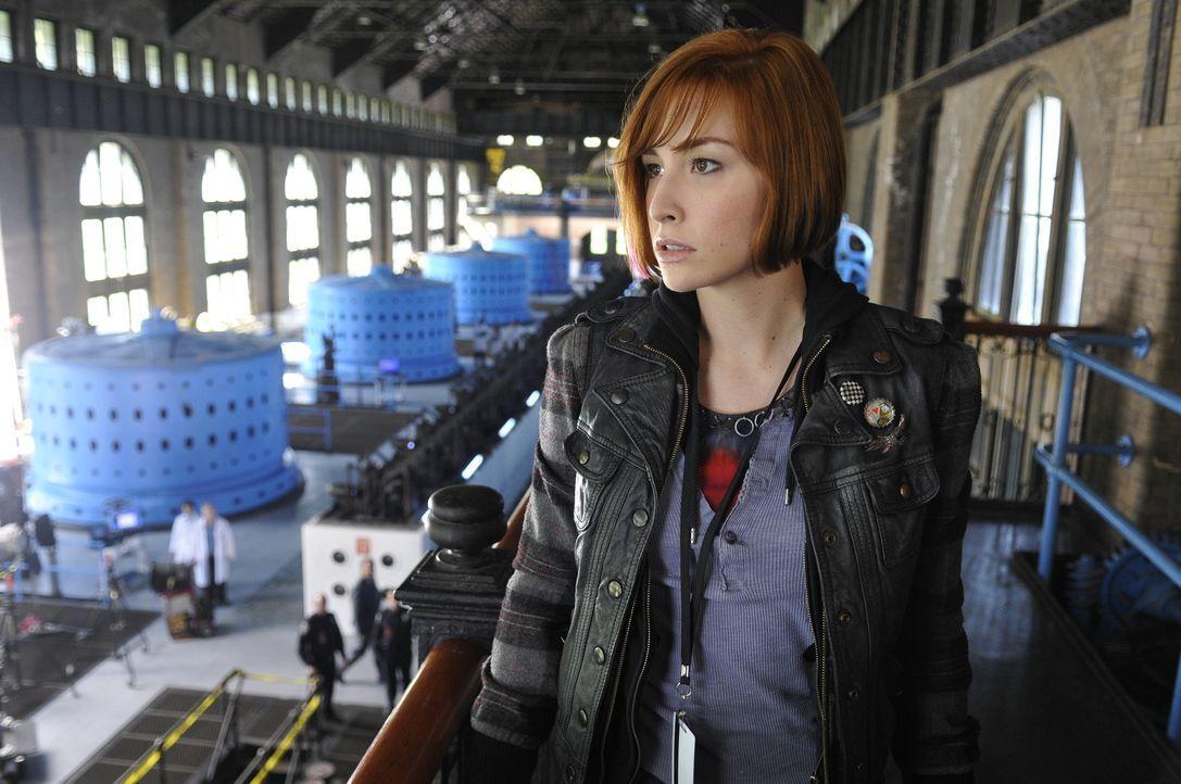 """Weil Claudia (Allison Scagliotti) nach MacPhersons Anschlag auf das """"Warehouse 13"""" bei Artie, Myka und Pete als Verräterin gilt, sucht sie ihren Bru... - Bildquelle: Steve Wilkie SCI FI Channel"""