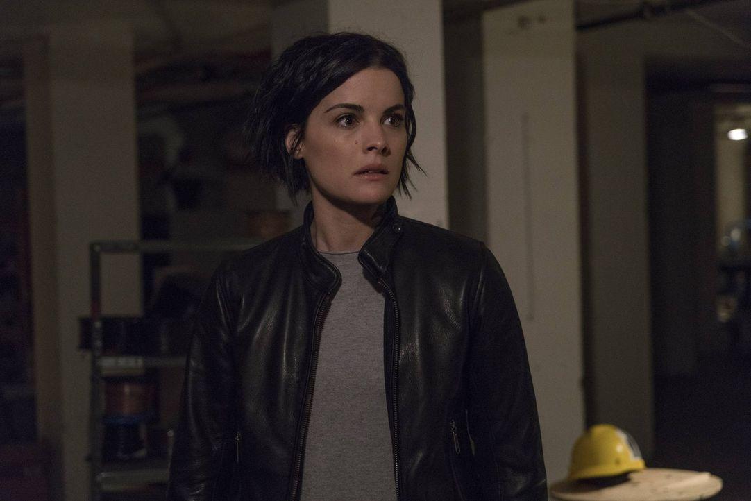 Ahnt nicht, dass der schreckliche Tag mit all seinen Hiobsbotschaften noch lange nicht zu Ende ist: Jane (Jaimie Alexander) ... - Bildquelle: Warner Brothers