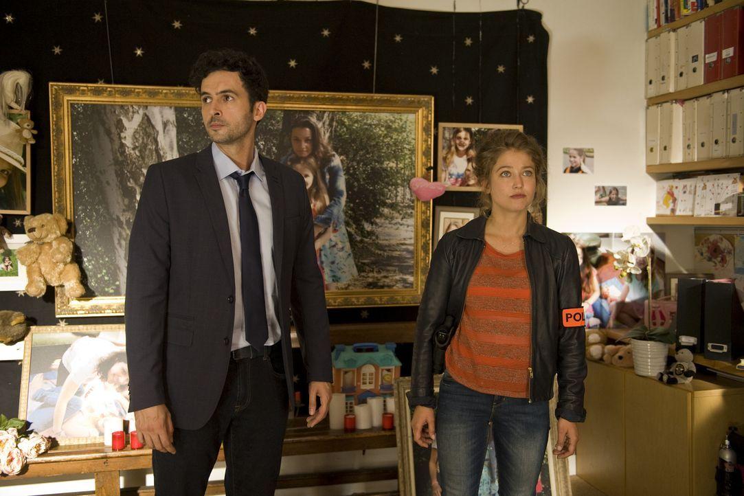 Als eine junge Frau ermordet aufgefunden wird, müssen Hyppolite (Raphaël Ferret, l.) und Emma (Sophie de Fürst, r.) in alle Richtungen ermitteln ...... - Bildquelle: 2015 BEAUBOURG AUDIOVISUEL