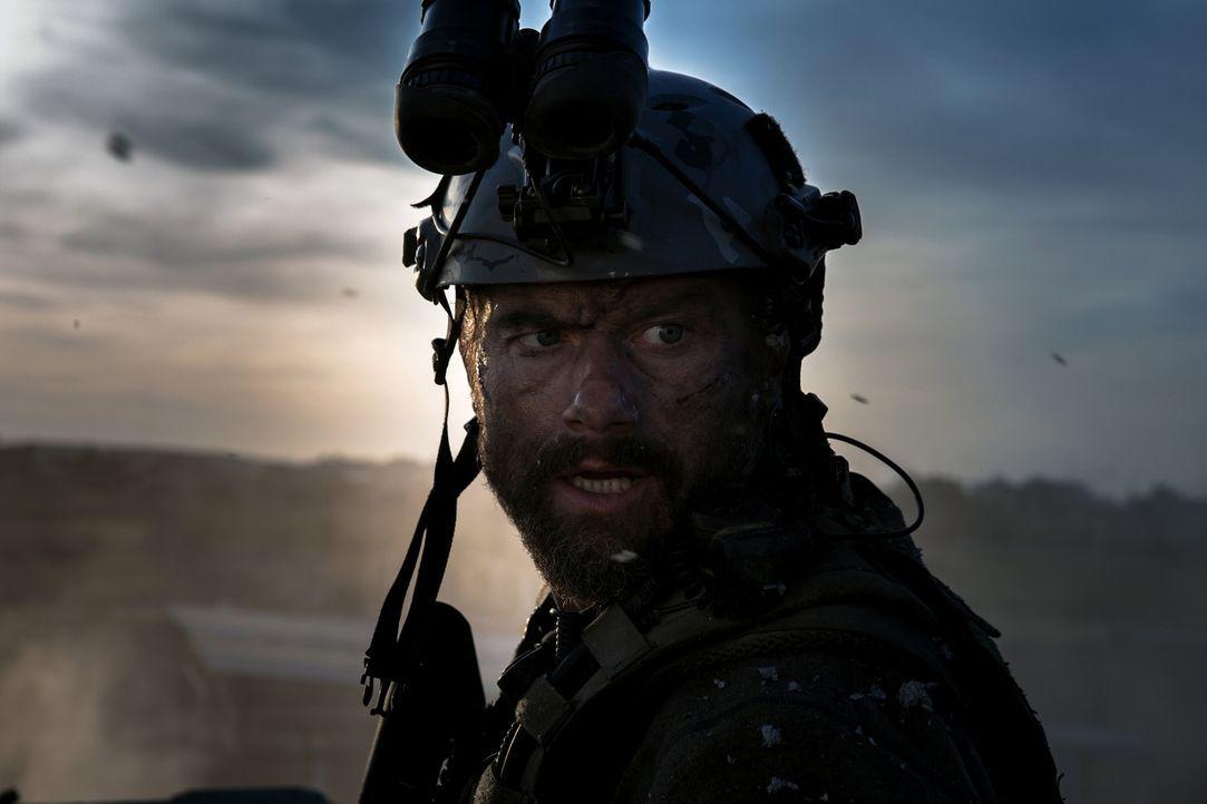 Rone (James Badge Dale) und seine Truppe, bestehend aus ehemaligen Ex-Marines, Ex-SEALs und Ex-Army-Rangers versuchen, in der Nacht vom 11. auf den... - Bildquelle: 2016 Paramount Pictures. All Rights Reserved.
