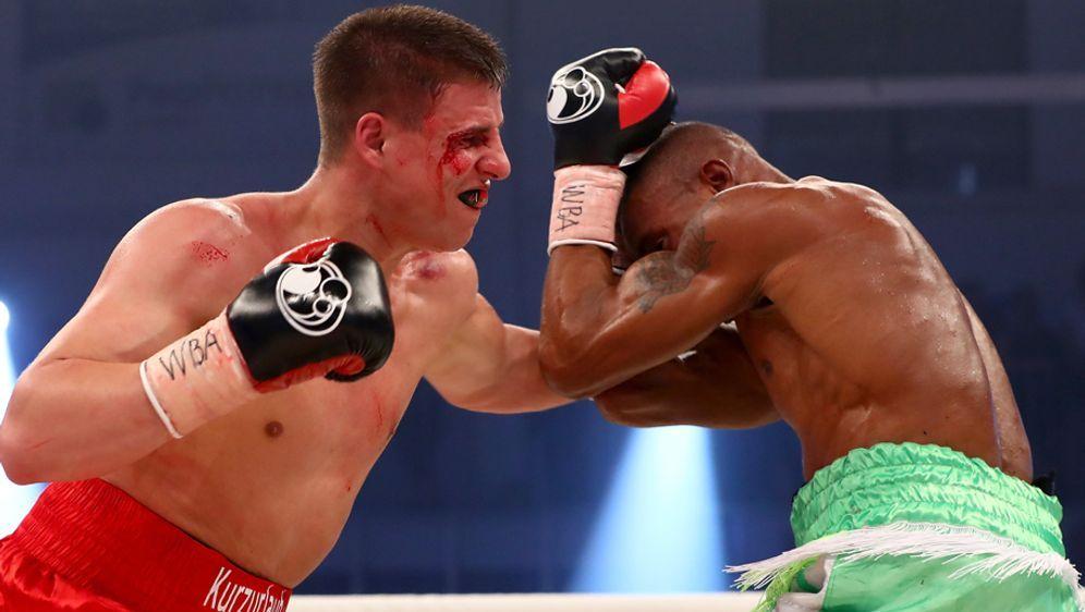 Im März gewann Tyron Zeuge nach Kampfabbruch in der fünften Runde nach Punkt... - Bildquelle: 2017 Getty Images