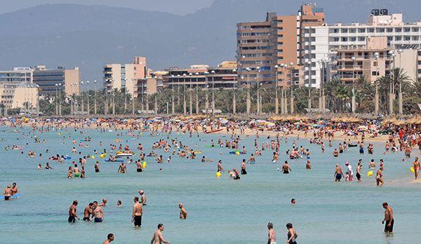 Der Strand von Arenal - Bildquelle: dpa