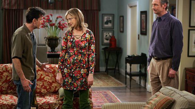 Der Haussegen bei Judith hängt schief. Herbs (Ryan Stiles, r.) Schwester Myra...