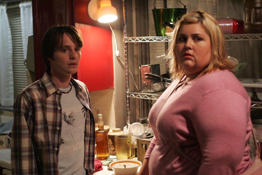 Rückblende: Laurie (Lindsay Hollister, r.) und Dirk (James Immekus, l.) ... - Bildquelle: Warner Bros. Television