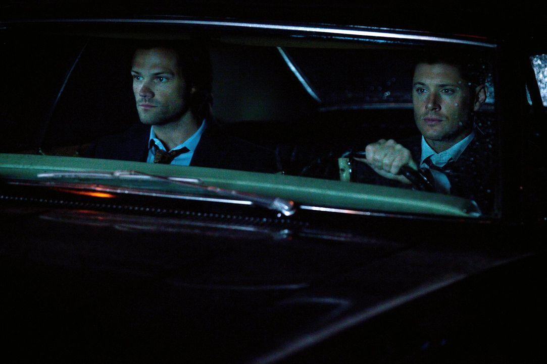 Sam (Jared Padalecki, l.) und Dean (Jensen Ackles, r.) sind entsetzt, als ihnen ausgerechnet Abaddon über den Weg läuft ... - Bildquelle: 2013 Warner Brothers