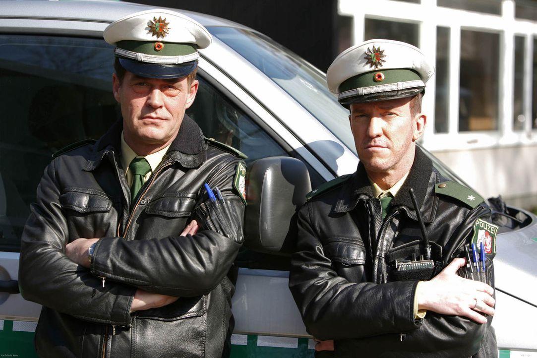 (4. Staffel) - Geswitcht: Toto (Michael Müller, r.) & Harry (Peter Nottmeier, l.) - Die Zwei vom Polizei-Revier ... - Bildquelle: Kai Schulz ProSieben