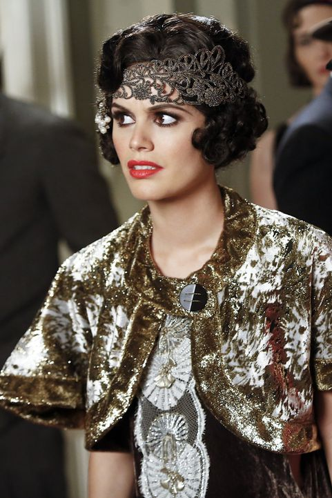 Staffel 3, Folge 14: Zoe im 20er Jahre Look - Bildquelle: Warner Bros. Entertainment Inc.