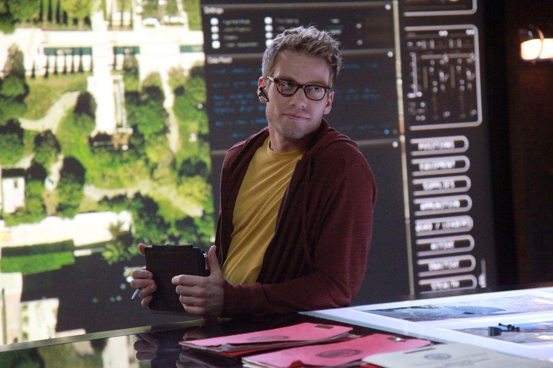 Steht den Team bei den Ermittlungen bei: Eric (Barrett Foa) ... - Bildquelle: CBS Studios Inc. All Rights Reserved.